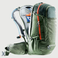 Külön, a hátoldalról nyitható rekesz melybe ivótartály helyezhető - telepakolt hátizsákkal is könnyen kezelhető