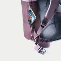 könnyen hozzáférhető cipzáras zseb okostelefon tárolására a hátoldalnál