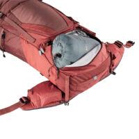 a cipzáras alsó nyílásnak köszönhetően könnyen és gyorsan hozzáférhetsz a zsákban lejjebb lévő dolgaidhoz is